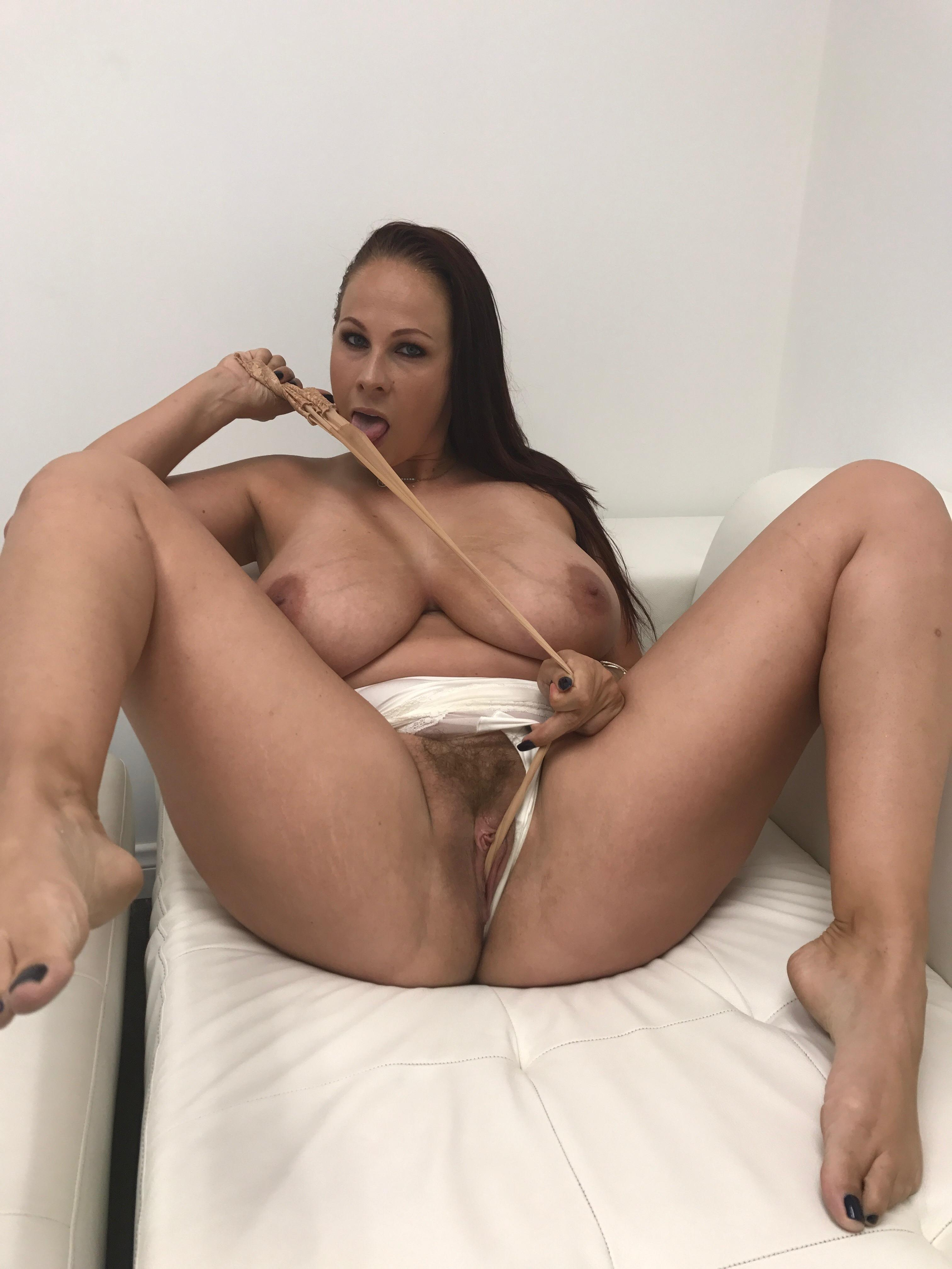 Gianna michaels hairy nude pussy